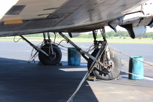 This landing gear has seen better days.  Also notice the buckets to catch dripping oil that is all over.
